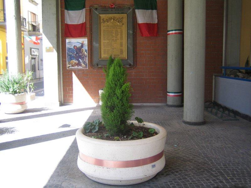 Arredo esterno municipio troisio cementi for Arredo esterno napoli